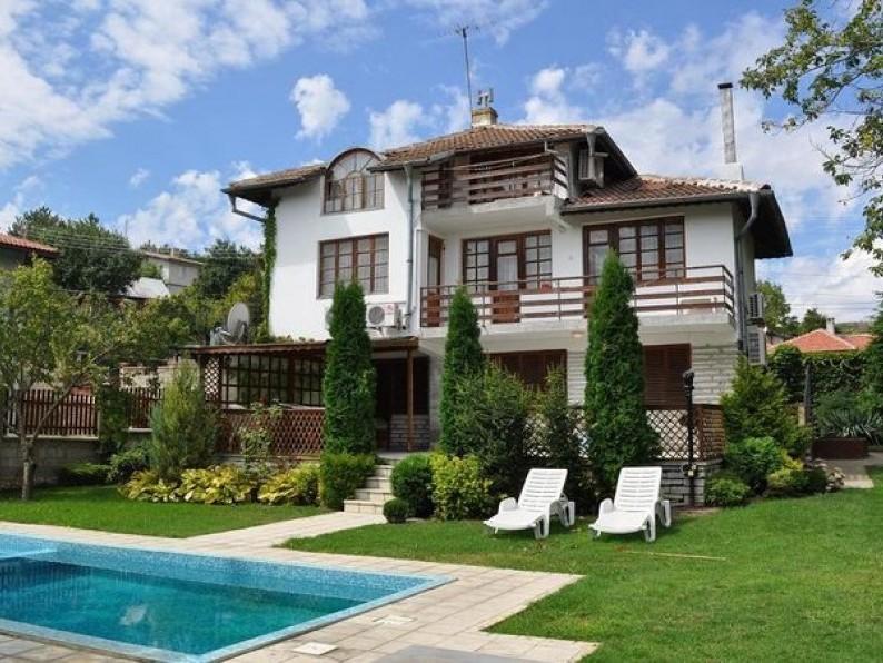 Villa Jasmine Vermietung Einer Ferienvilla Mit Grossem Garten Und